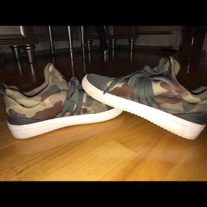Steve Madden Lace Camo Sneakers